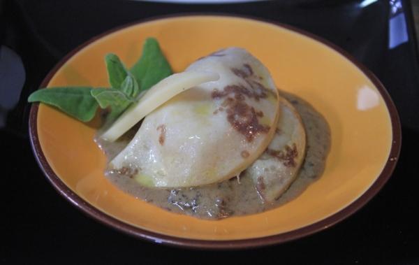 Ravioli de Brie ao Molho de Funghi Secchi