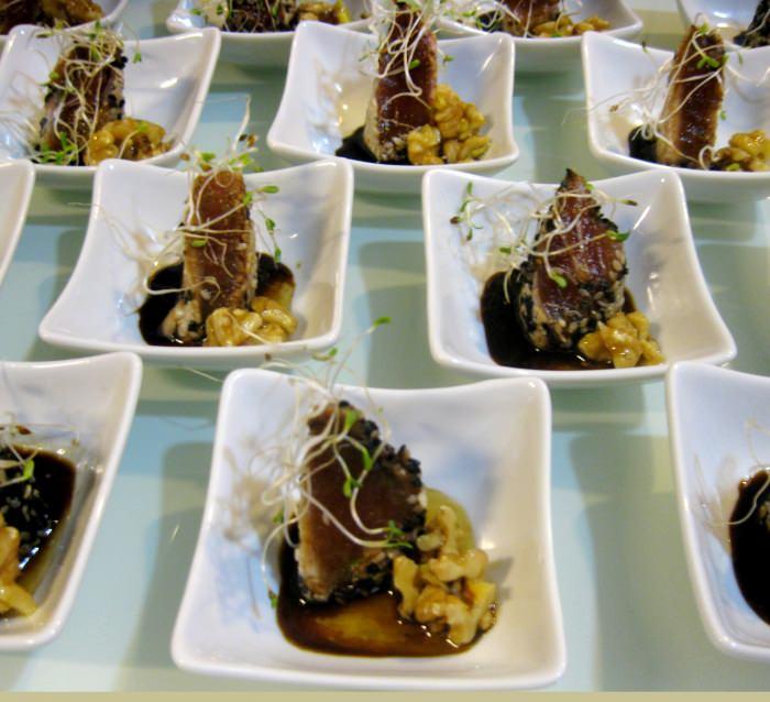 Atum Grelhado com Nozes Carameladas ao Gengibre e Shoyo