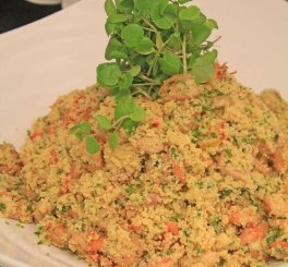 Salada de Couscous Marroquino com Frutos do Mar (Camarão, Lula e Polvo)