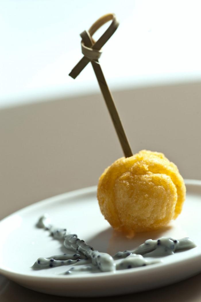 Crocante de Batata com Dip de Caviar