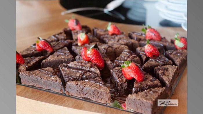 Brownie com Ganache de Chocolate e Morangos Frescos