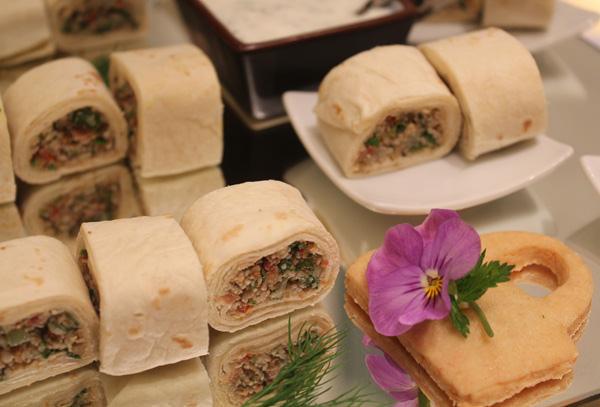 Wrap Árabe com Homus e Tabule ao Iogurte Refrescante de Hortelã