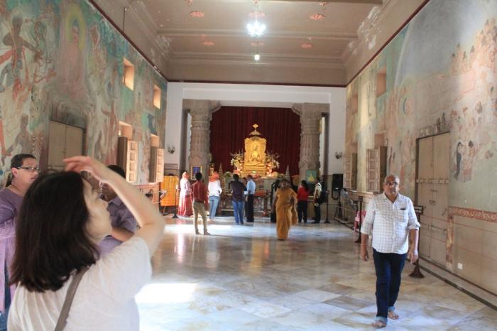 ilustrações da vida de buda nas paredes do monastério