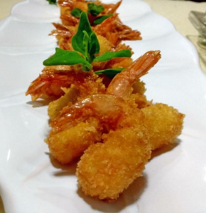 Camarão Crocante com Molho de Coco e Curry
