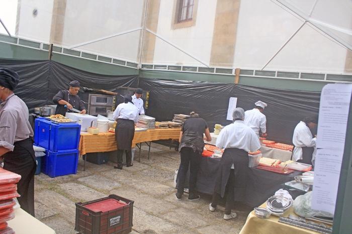 Nossa Equipe na tenda montada para a Cozinha...