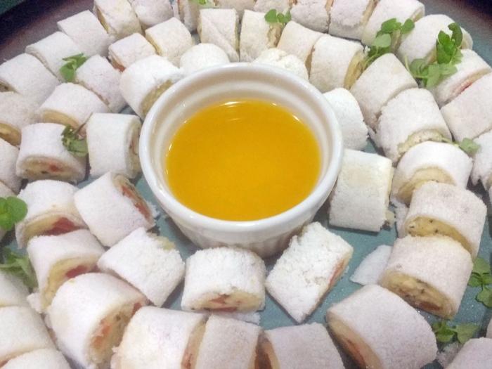 Tapioca de Queijo Coalho, Tomate e Perfume de Tomilho com Manteiga de Garrafa