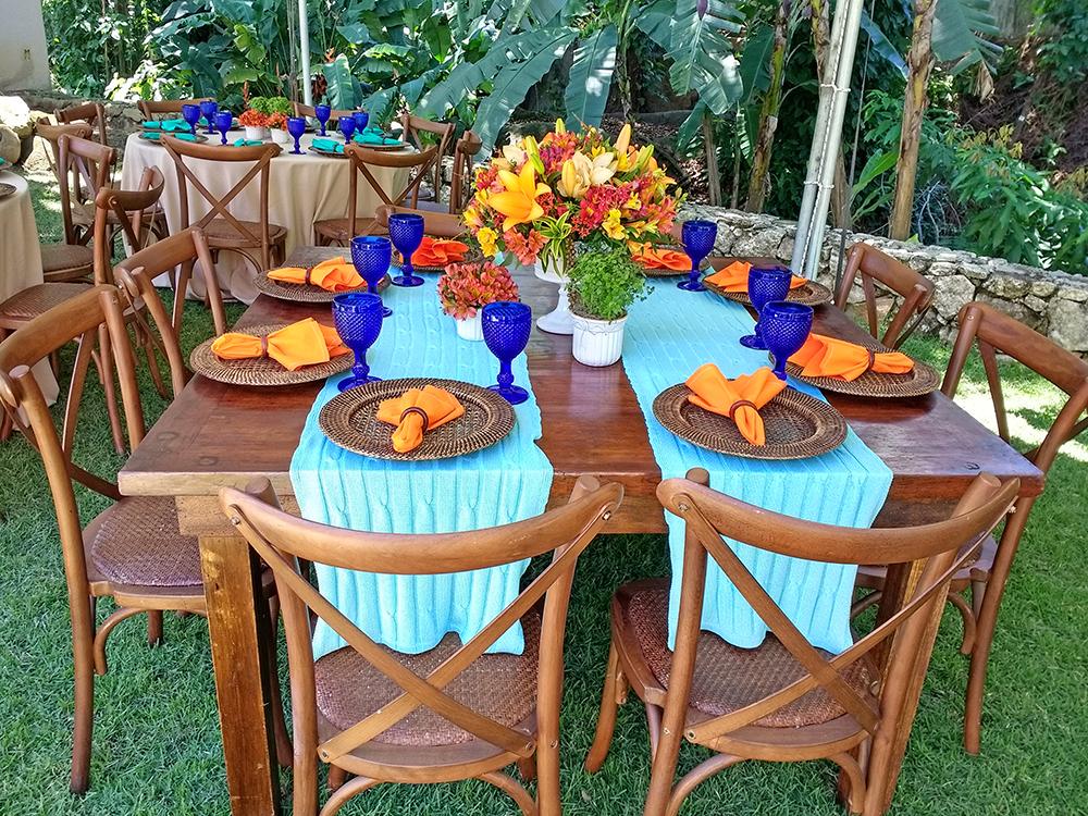 Uma das decorações das mesas dos convidados