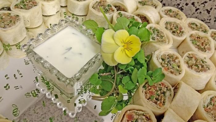 Wrap Árabe com Homus, Tabule e Iogurte Refrescante de Hortelã